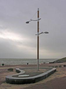 Project Vlieland glasparelgestraalde elektrolytisch gepolijste roestvrijstalen masten gecombineerd met Iroko hout en corrosie bestendige armaturen van Fagerhult