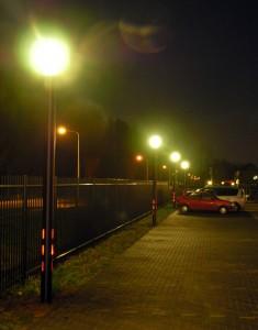 stalen lichtzuil zwarte poedercoating voorzien van verlichting in het onderste deel